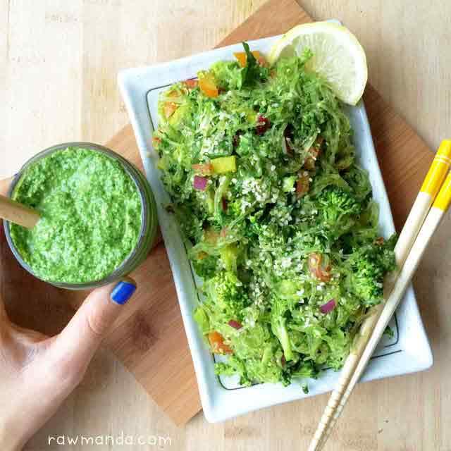 Raw vegan recipe kelp noodles garlic kale pesto sauce raw manda kelp noodles garlic kale pesto sauce recipe raw forumfinder Image collections